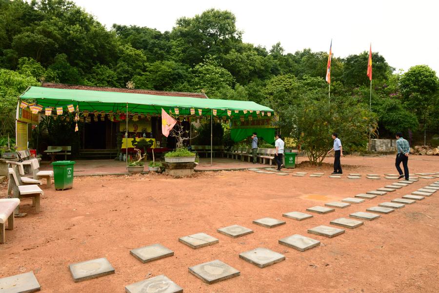 Am Vãi, chùa Am Vãi,Lễ hội chùa Am Vãi, Chùa Am Vãi Bắc Giang, Ngôi chùa linh thiêng, giữa non xanh