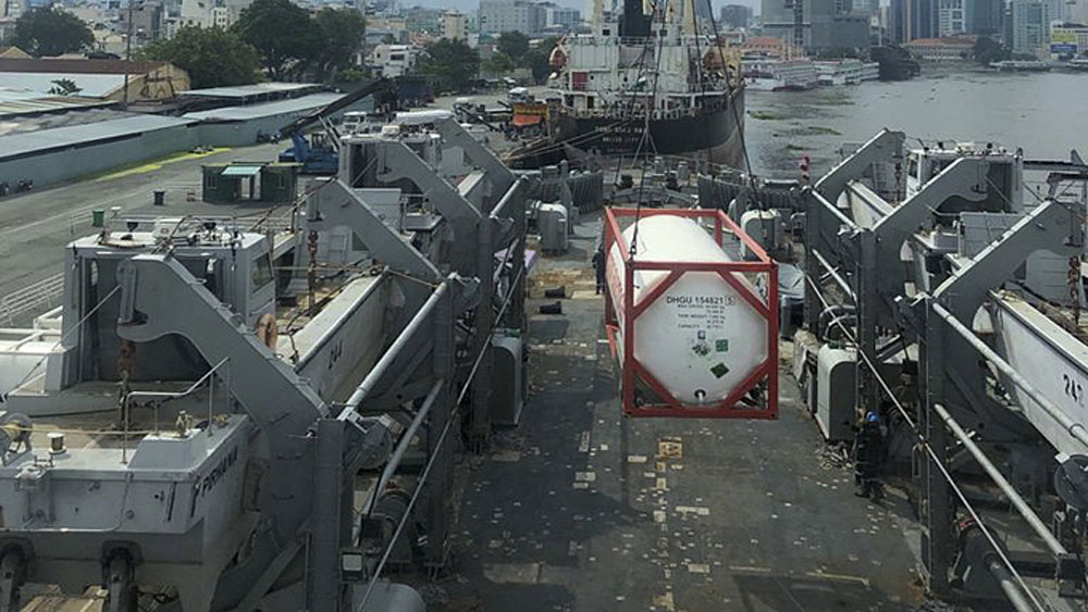 Indian naval ship brings oxygen to Vietnam for Covid relief