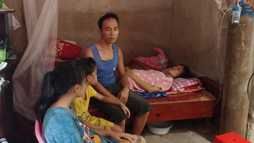 Giúp đỡ gia đình người phụ nữ ung thư không có điều kiện chữa trị