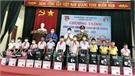 Tân Yên: Tặng quà học sinh hoàn cảnh khó khăn