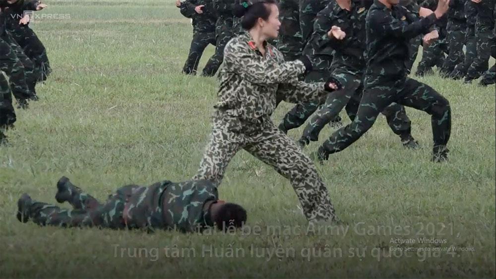 Nữ đặc công trình diễn võ thuật tại Army Games