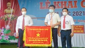 Trường Tiểu học Khám Lạng đón nhận Cờ thi đua của UBND tỉnh Bắc Giang