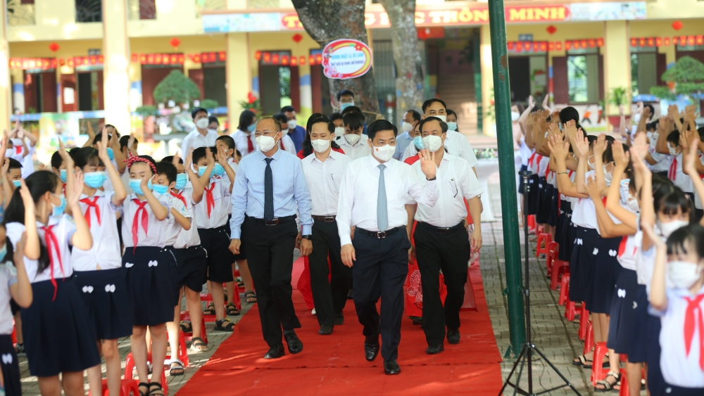 Bac Giang provincial leaders attend opening ceremony for 2021 – 2022 academic years at local schools