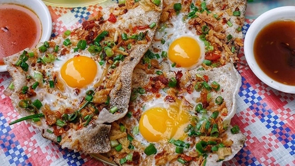 Grilled Vietnamese rice 'pizza' the talk of the town