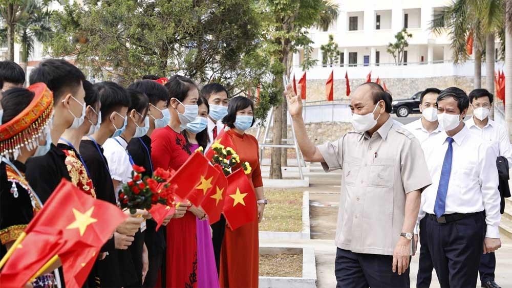 Chủ tịch nước Nguyễn Xuân Phúc dự Lễ khai giảng năm học mới tại Yên Bái