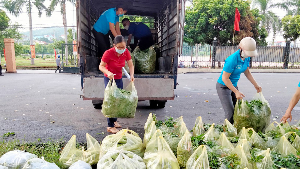 23 tonnes, commodities and vegetables, pandemic hit people, Hanoi, Bac Giang province, Red Cross Society, Covid-19 pandemic