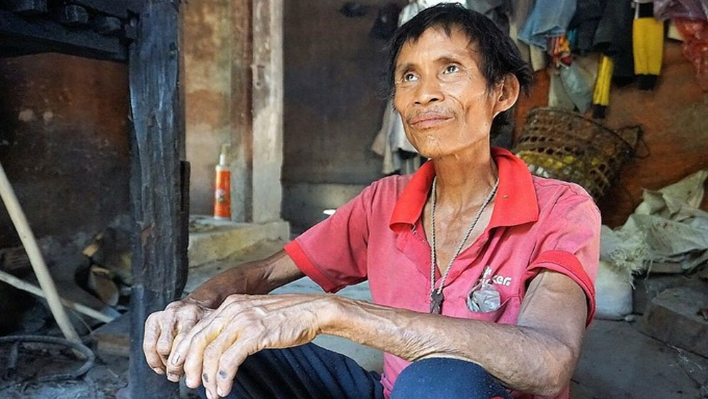 Vietnam's jungle man, dies of cancer, Ho Van Lang, Tarzan, returned to social life,  isolation in the jungle
