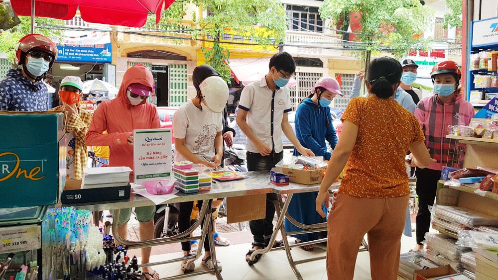 TP Bắc Giang: Phụ huynh đôn đáo vì sách giáo khoa khan hiếm