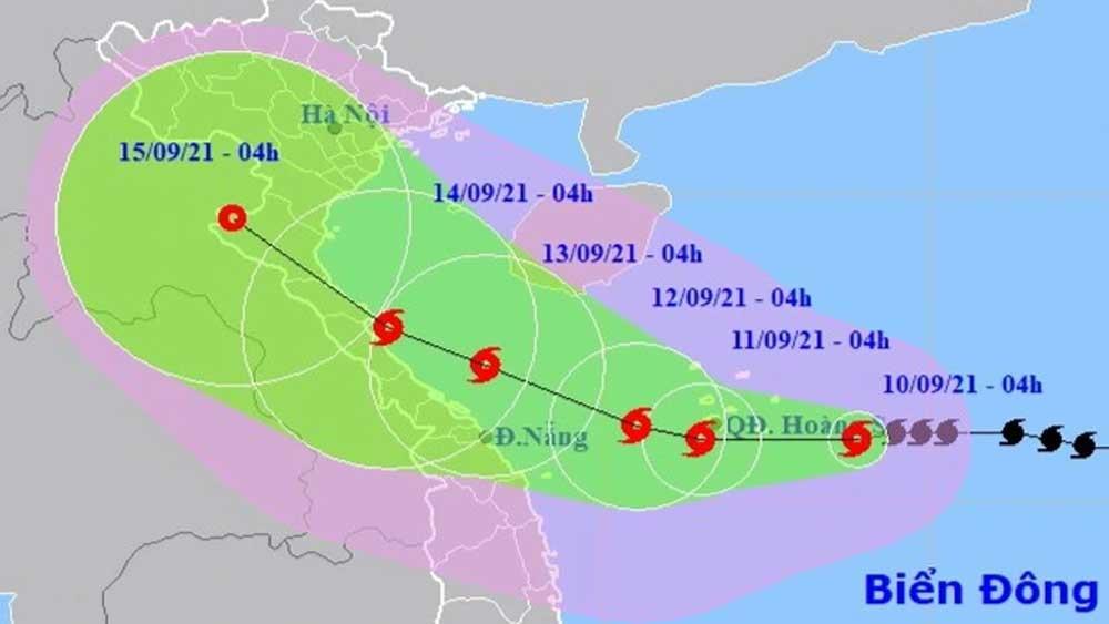 Bão số 5 tăng cường độ, tiếp tục hướng vào các tỉnh miền Trung