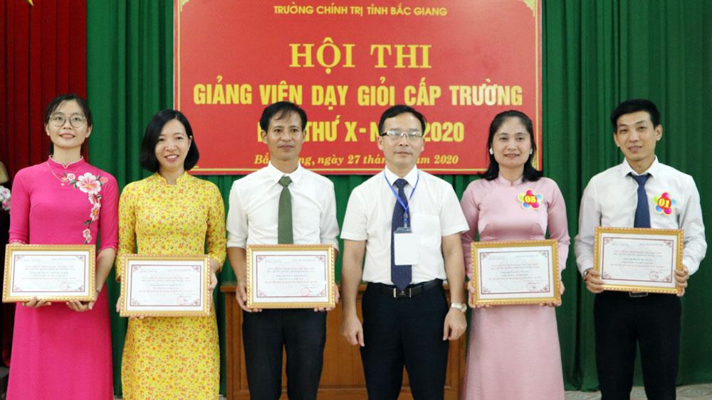 Xây dựng Trường Chính trị xứng danh trung tâm đào tạo, bồi dưỡng cán bộ của tỉnh Bắc Giang