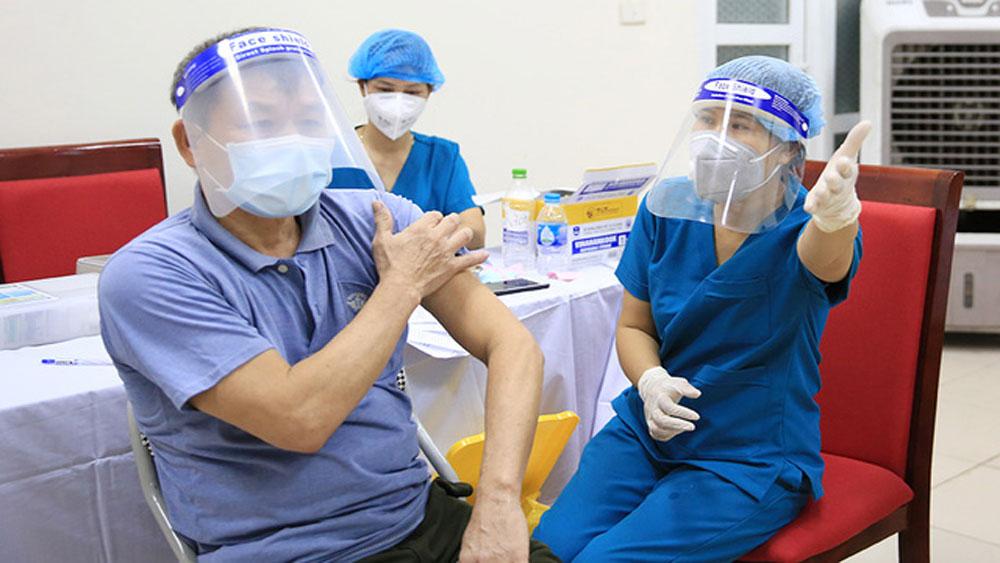 Cán bộ y tế Bắc Giang làm việc xuyên đêm ở Hà Nội