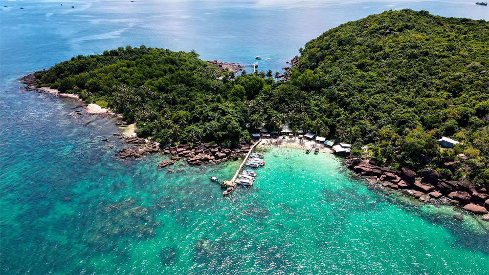 PM agrees on pilot plan to welcome foreign tourists to Phu Quoc island