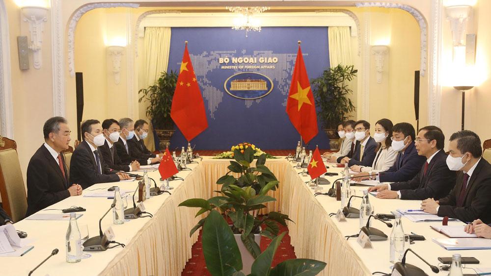 Bộ trưởng Bộ Ngoại giao Việt Nam hội đàm với Bộ trưởng Ngoại giao Trung Quốc Vương Nghị