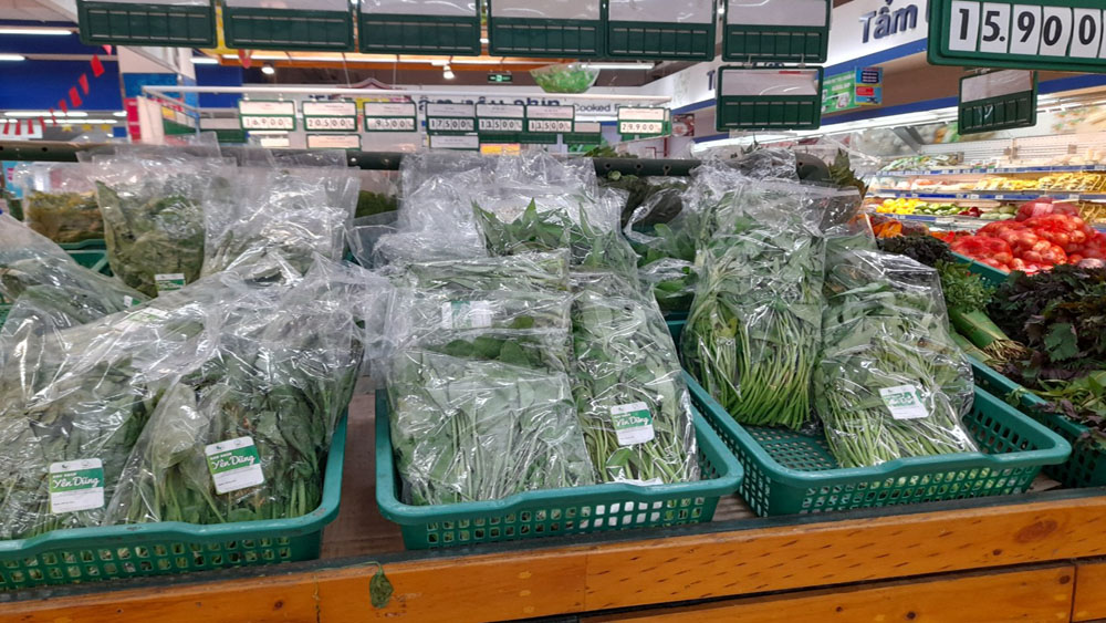 Bac Giang province, supports to consume, nearly 900 tonnes, farm produce, Covid-19 hit localities, Department of Industry and Trade, Go Bac Giang Supermarket, Co.opMart Bac Giang Supermarket