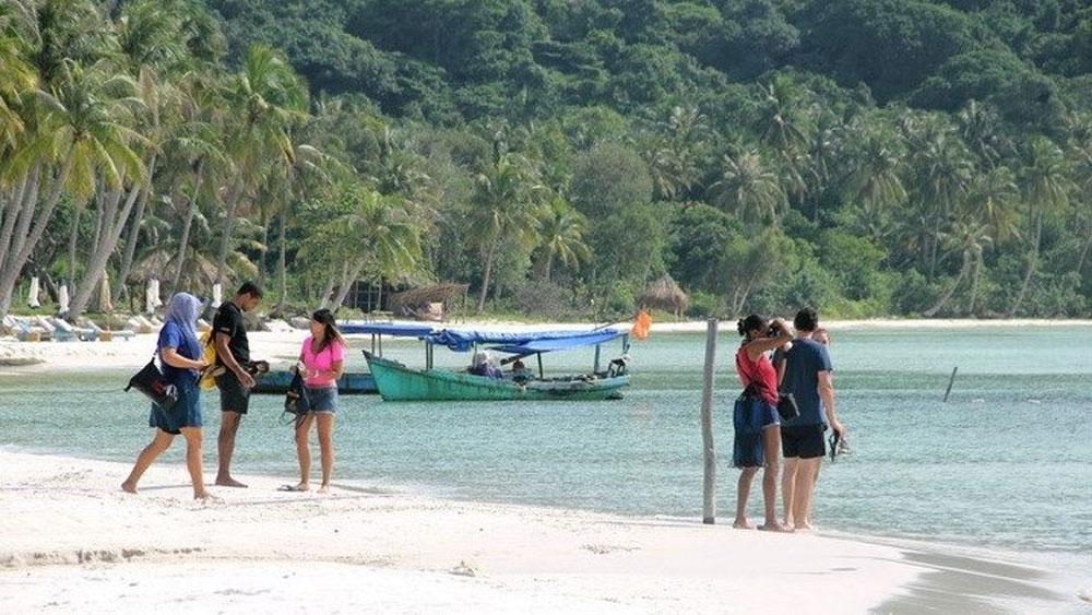 Foreign tourists, visit Phu Quoc, pilot scheme, foreign tourists, vaccine passport programme, negative Covid-19 testing certificate, medical declaration