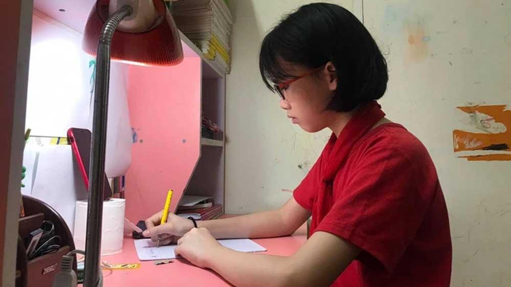 Bộ GD-ĐT điều chỉnh chương trình tiểu học để phù hợp với học trực tuyến