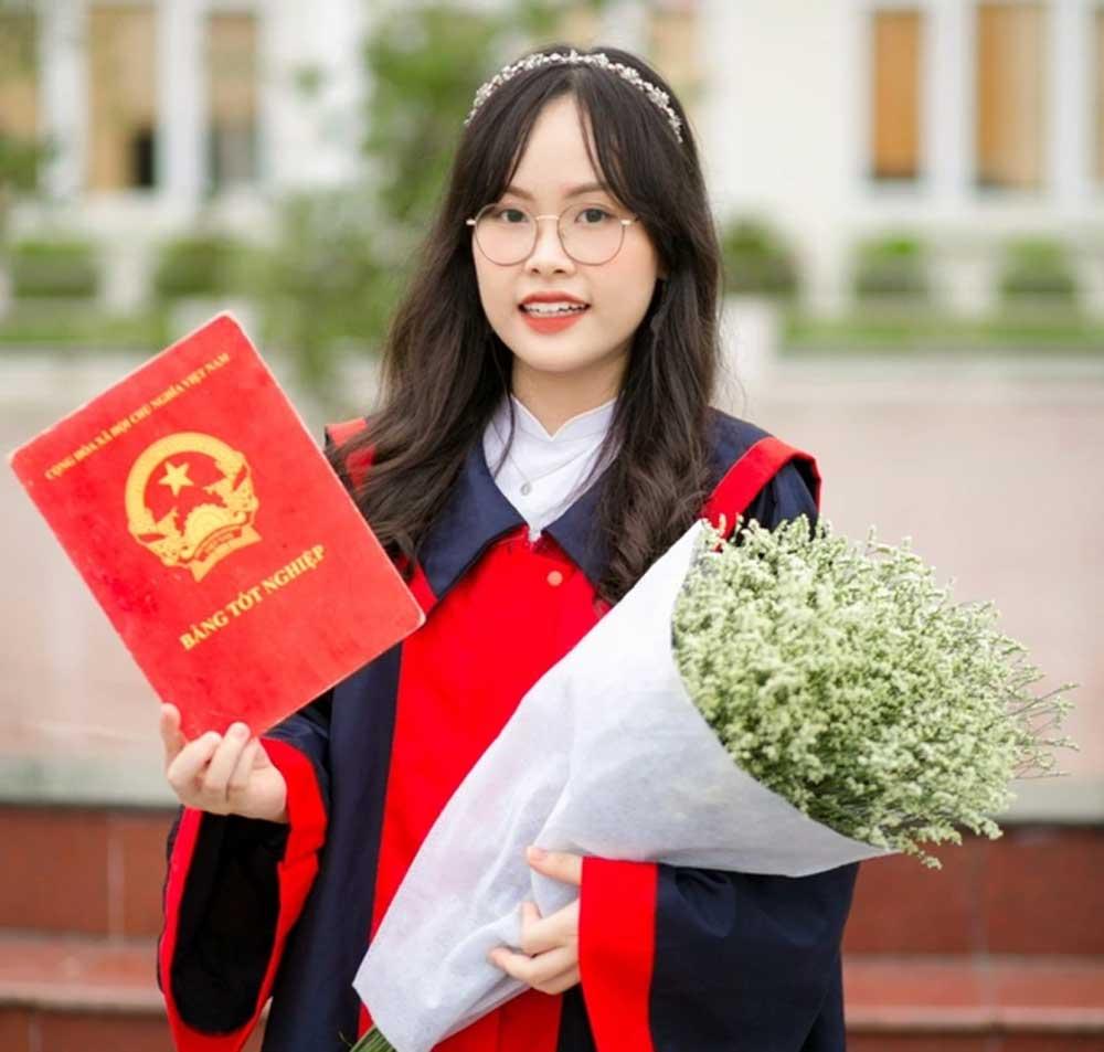 Nữ sinh giỏi Văn, đỗ 7 trường ĐH top đầu, giành học bổng, 3 trường đắt đỏ