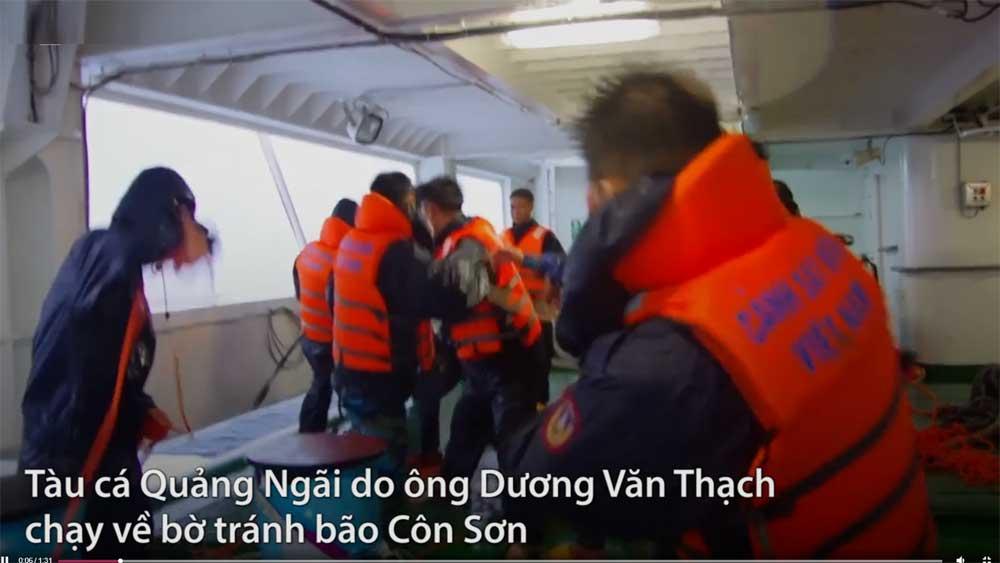 Cảnh sát biển cứu 18 người gặp nạn trong giông bão
