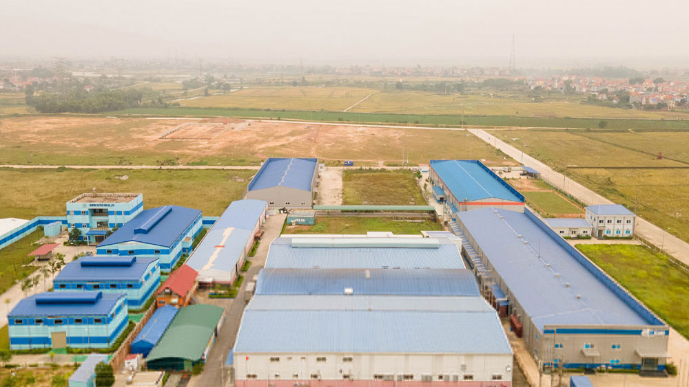Hiep Hoa district, four industrial parks, 15 industrial clusters, Bac Giang province, industrial development, economic structure
