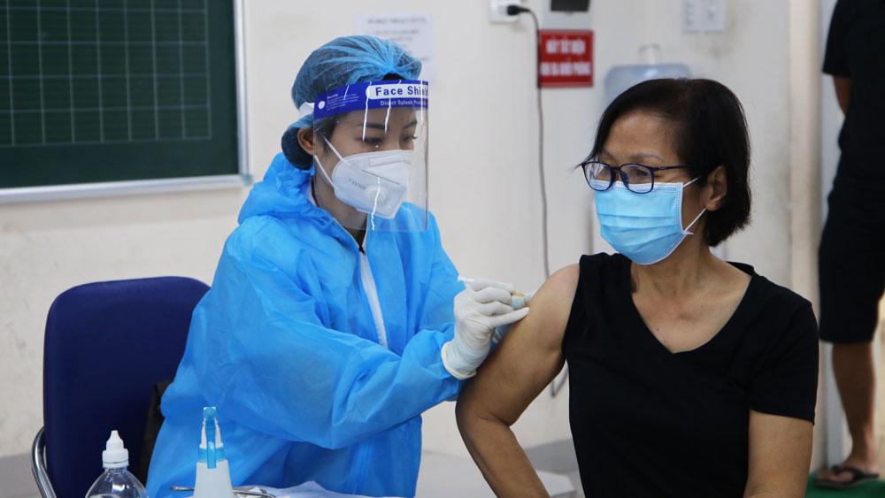 Đoàn công tác tỉnh Bắc Giang hỗ trợ TP Hà Nội tiêm hơn 97,5 nghìn mũi vắc-xin