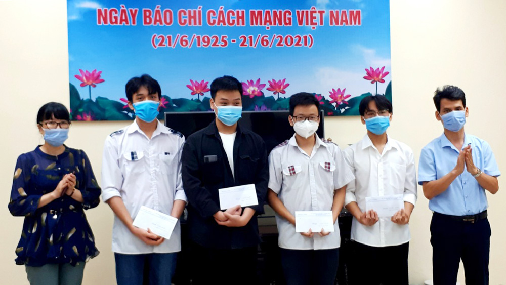 """Bac Giang continues """"Dream on the wings"""" programme for poor children"""