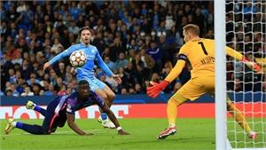 Man City thắng trong trận cầu có chín bàn