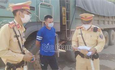 Bắc Giang: Xử lý hơn 70 xe tải chở đất vi phạm tại dự án sân golf Việt Yên