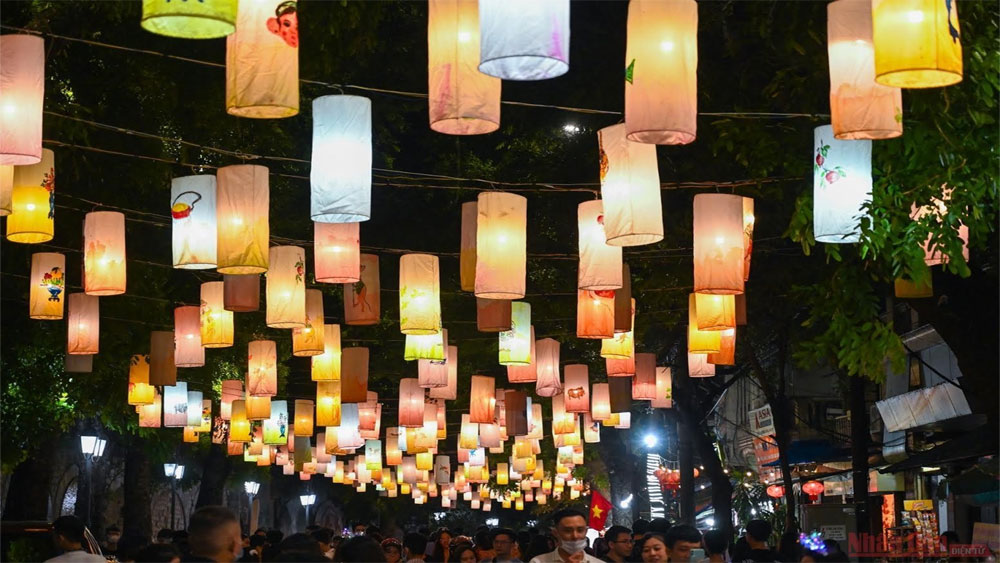 Lanterns, light up dreams, connects children, 7 provinces and cities, online programme,  traditional Mid-Autumn Festival, Covid-19 epidemic