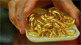 Một nữ nhân viên tiệm vàng trộm 2.380 nhẫn vàng