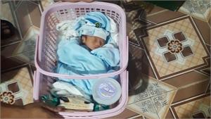 Công an huyện Lục Ngạn thông báo tìm người thân cháu bé bị bỏ rơi