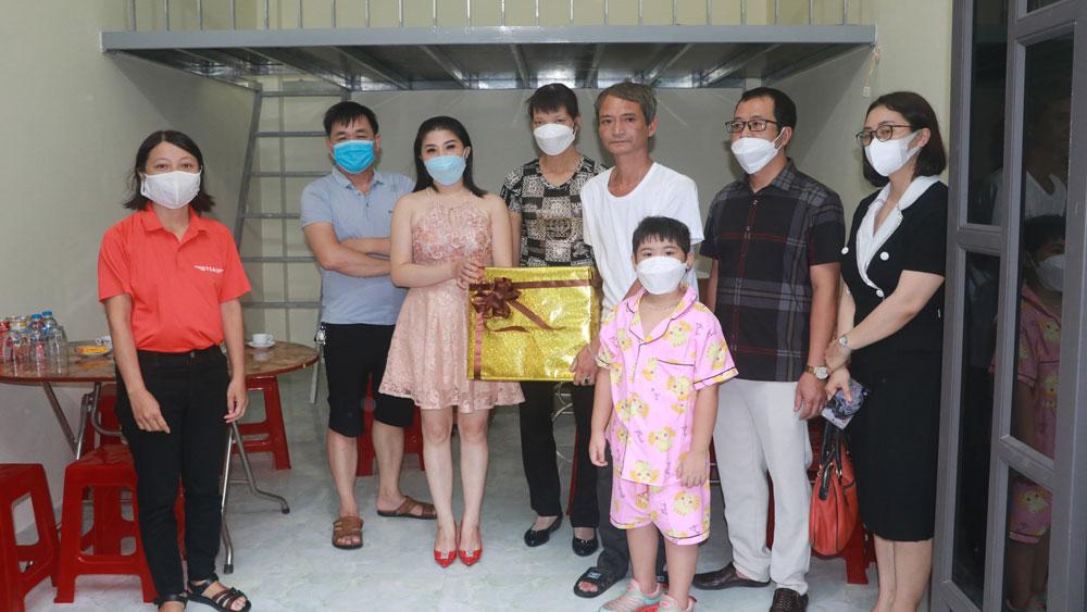 Hỗ trợ xây nhà mới cho người cứu cháu bé rơi từ tầng 2 xuống ở Nam Định