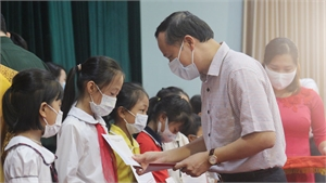 """370 học sinh Bắc Giang được nhận học bổng """"Vì em hiếu học"""""""