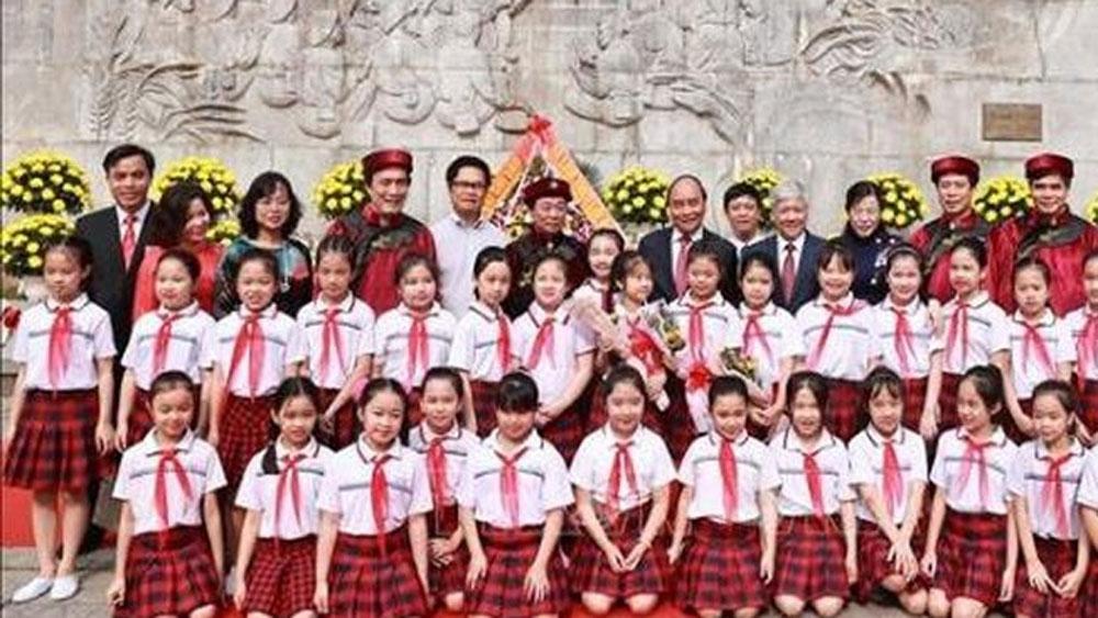 President, Mid-Autumn Festival joy, traditional Mid-Autumn Festival, practical activities, nurture patriotism, lantern parades, lion dances, gift giving