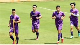 Đội tuyển Việt Nam tập luyện dưới điều kiện nắng gắt