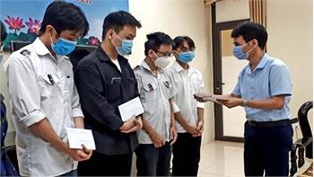Báo Bắc Giang tặng học bổng cho trẻ em khó khăn: Nâng cánh những ước mơ