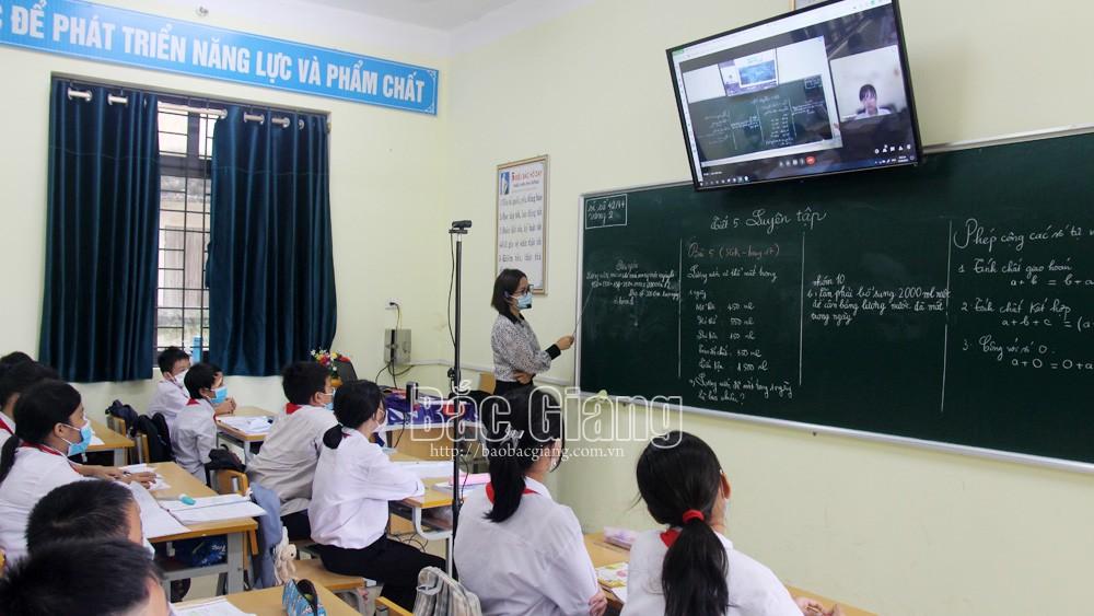 Bắc Giang: Nhiều địa phương hỗ trợ thiết bị học trực tuyến cho học sinh khó khăn