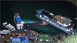 Tàu thủy chở khách bị lật ở miền Tây Nam Trung Quốc