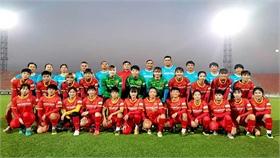 Đội tuyển nữ Việt Nam tập buổi đầu tiên, làm quen khí hậu tại Dushanbe