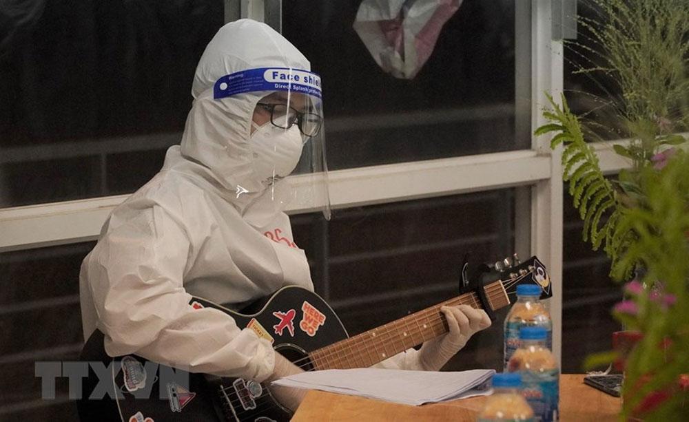 Warm Mid-Autumn Festival, Ho Chi Minh City, Field Hospital No. 1, Covid-19 patients, mid-autumn party, Covid-19 pandemic