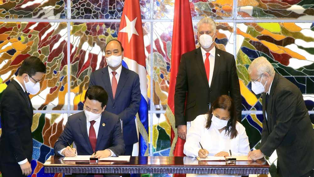Chủ tịch Cuba Miguel Díaz-Canel, chủ trì ,Chủ tịch nước Nguyễn Xuân Phúc, thăm chính thức Cuba