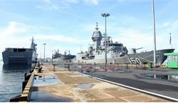 Nhóm tàu chiến Australia cập cảng Cam Ranh