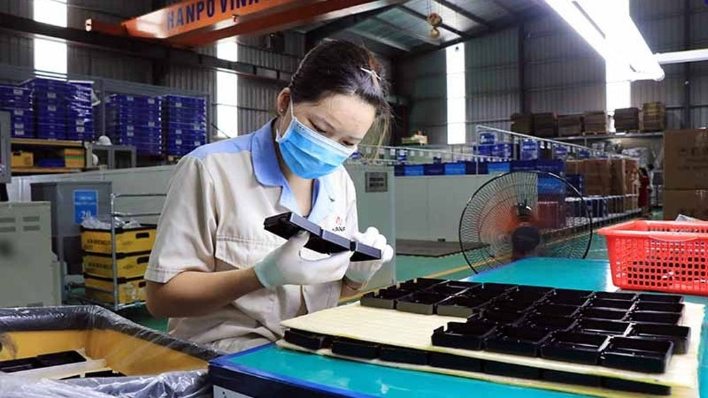 Foreign-invested firms, ramp up production, northern Vietnam, Covid-19 outbreak,  major industrial centres, revive the economy