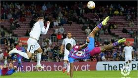Barca chết hụt tại Camp Nou
