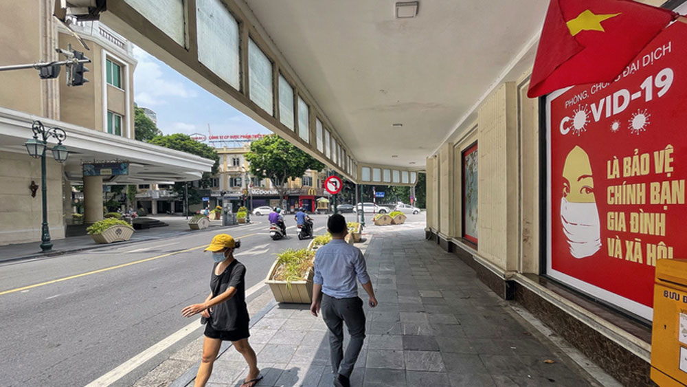 Hanoi allows barbershops, malls, on-site workers