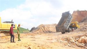Bắc Giang tập trung xử lý nghiêm xe quá tải tại điểm mỏ