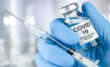 Theo dõi sức khỏe của cô giáo tiêm 2 mũi vaccine cách nhau 10 phút