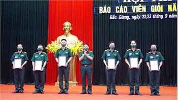 Bộ CHQS tỉnh Bắc Giang trao 18 giải cho các báo cáo viên giỏi