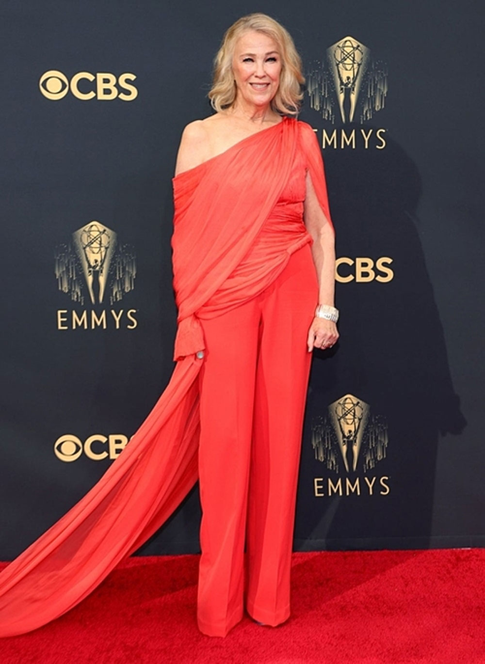 Catherine O'Hara, top best dressed, Emmy 2021, Cong Tri design, firing red design,   Canadian-American actress, off-the-shoulder jumpsuit