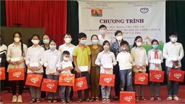 """Trao học bổng """"Chắp cánh ước mơ"""" cho trẻ em hoàn cảnh khó khăn tại Bắc Giang"""