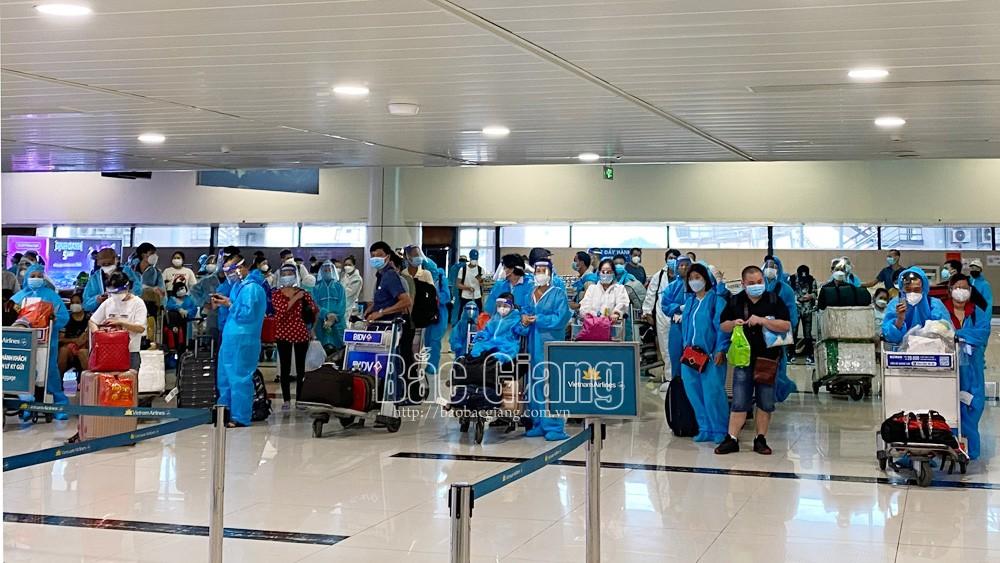 920 citizens, Bac Giang citizens, Bac Giang province, taken to hometown, HCMC, Binh Duong province, Dong Nai province, Covid-19 pandemic